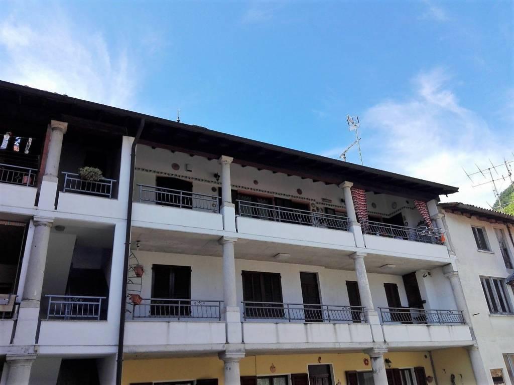 Appartamento in buone condizioni in vendita Rif. 6710480