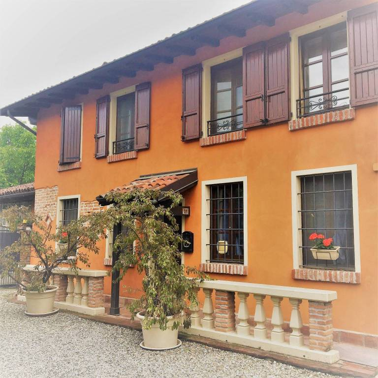 Villa in vendita a Pieve Porto Morone, 5 locali, prezzo € 220.000   PortaleAgenzieImmobiliari.it