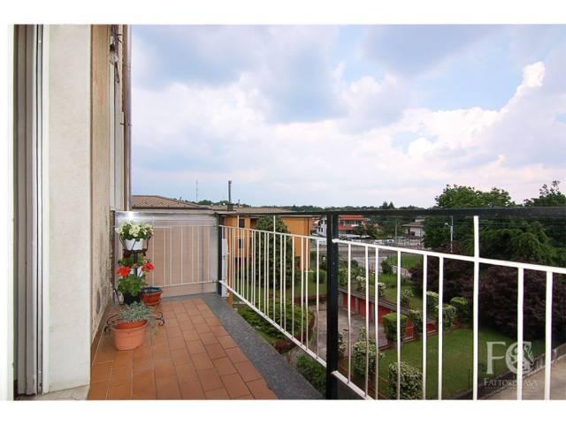 Appartamento in buone condizioni arredato in vendita Rif. 6709666