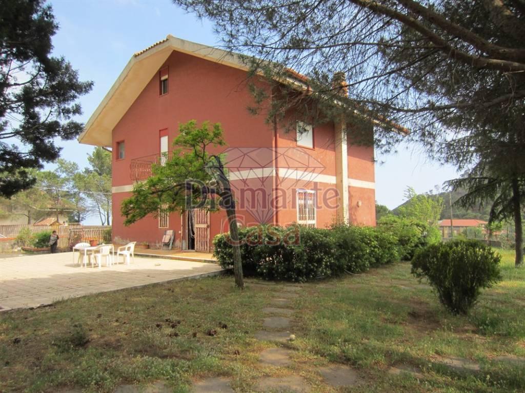 Villa in Vendita a Nicolosi Periferia: 5 locali, 225 mq
