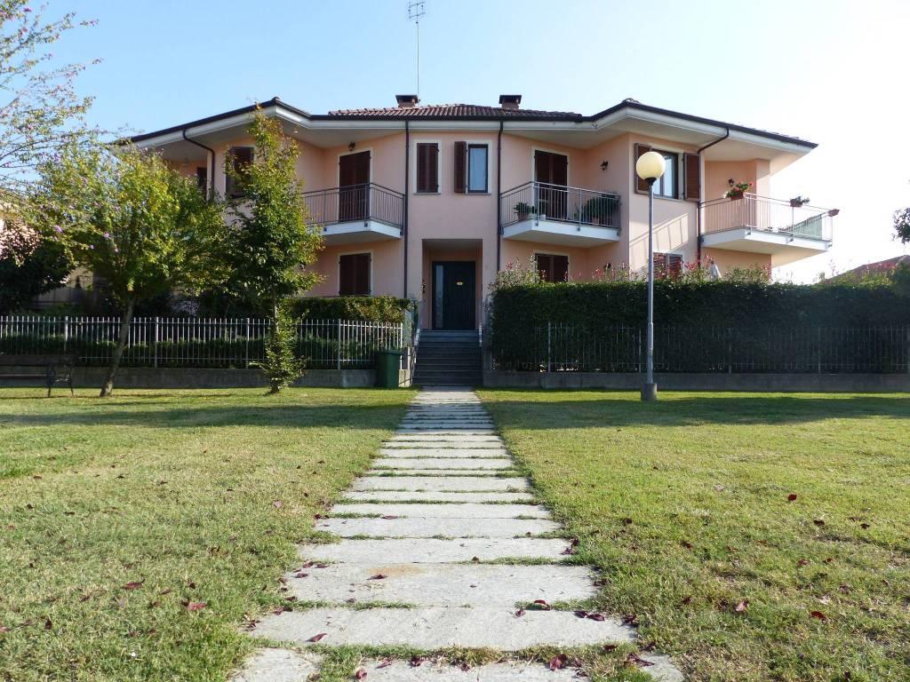 Appartamento in ottime condizioni in vendita Rif. 6709536