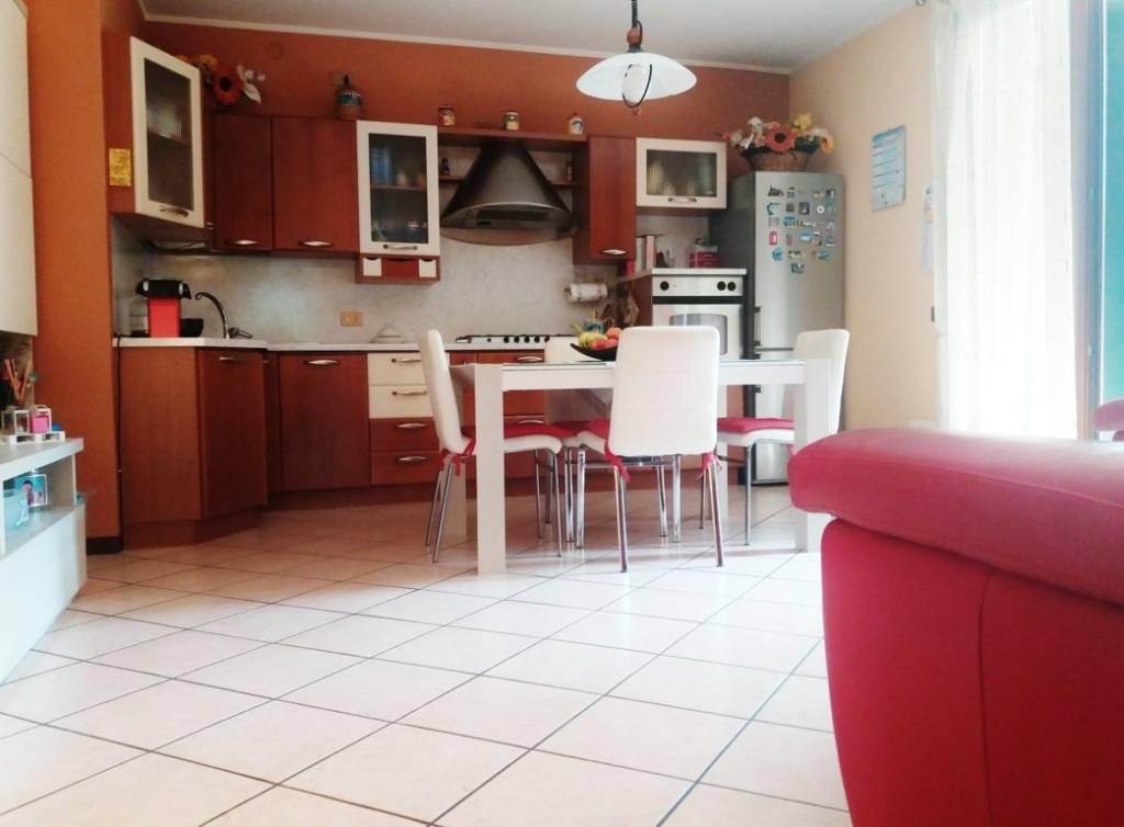 Appartamento in ottime condizioni in vendita Rif. 6710578