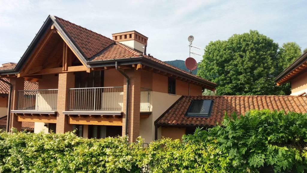 Villa quadrilocale in vendita a Gavirate (VA)