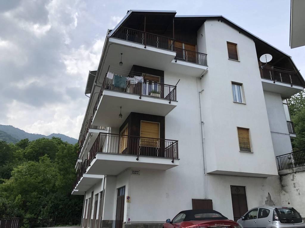 Appartamento in buone condizioni parzialmente arredato in vendita Rif. 7949206
