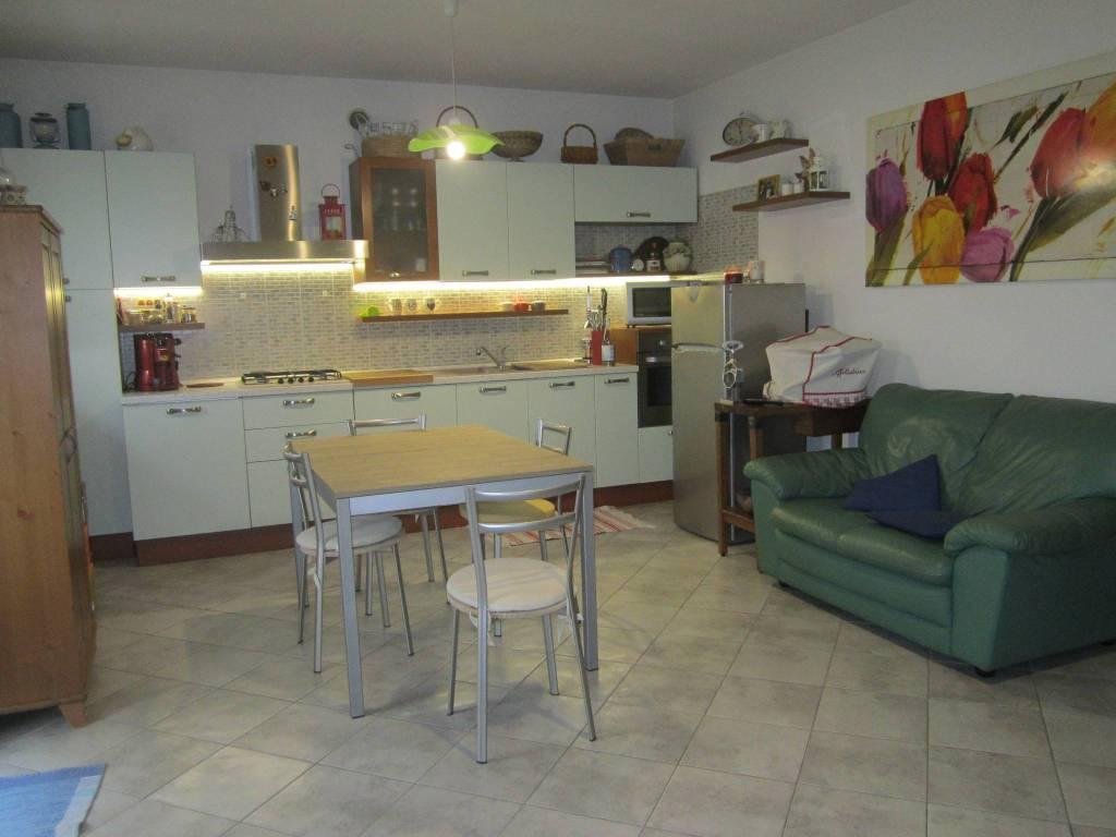 Appartamento in ottime condizioni parzialmente arredato in vendita Rif. 6697894