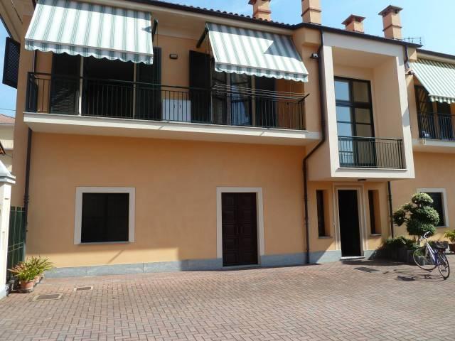 Appartamento in buone condizioni arredato in affitto Rif. 6728080