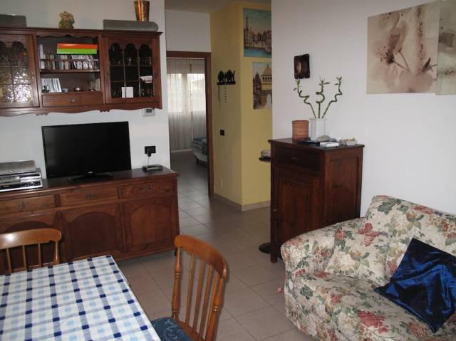 Appartamento in buone condizioni in vendita Rif. 6726026