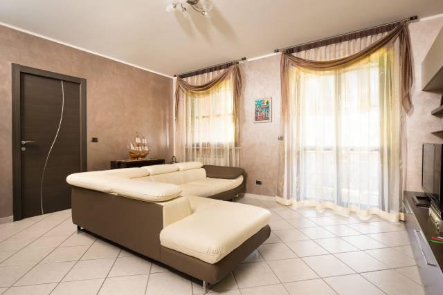 Appartamento in ottime condizioni in vendita Rif. 6727772