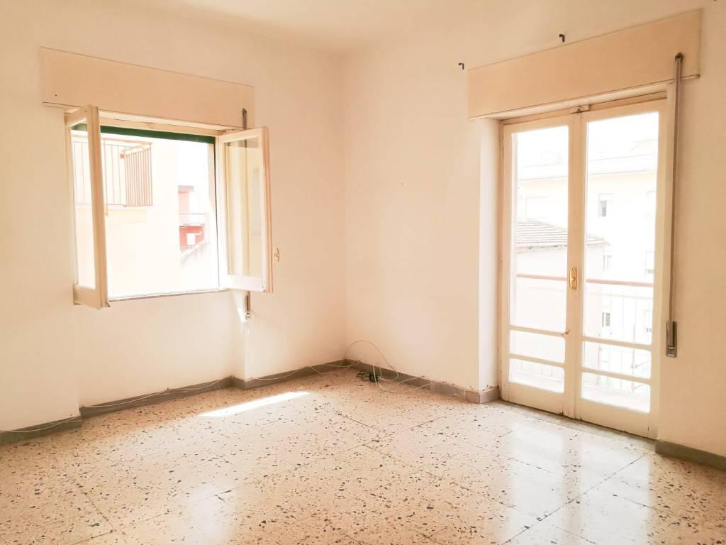 Appartamento in buone condizioni in affitto Rif. 8551642