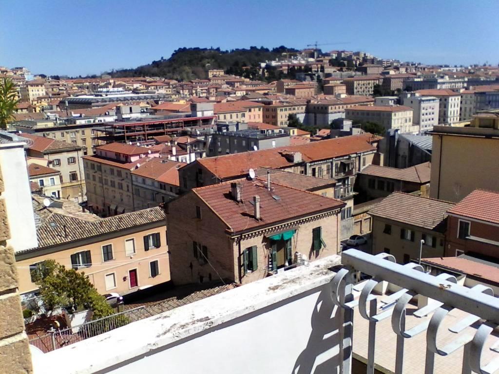Panoramico e centrale appartamento con balconi vista mare