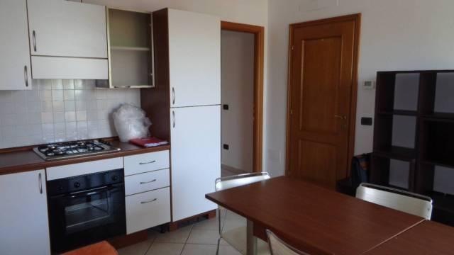 Appartamento in buone condizioni arredato in affitto Rif. 6736046