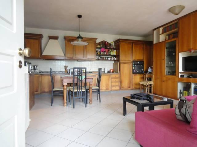 Appartamento in ottime condizioni parzialmente arredato in vendita Rif. 6596895