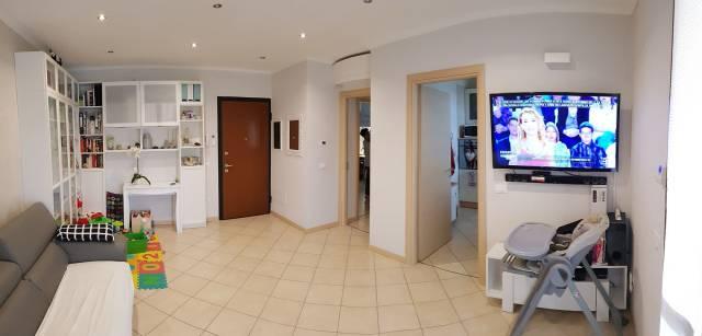 Appartamento parzialmente arredato in vendita Rif. 6738336