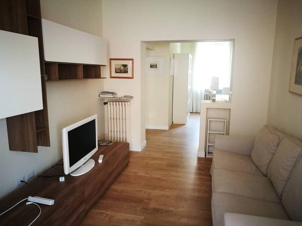 Appartamento in ottime condizioni arredato in affitto Rif. 6741348