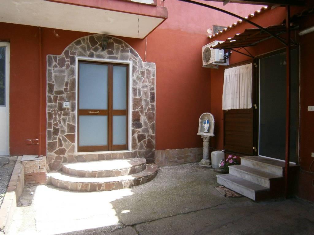 Appartamento in ottime condizioni parzialmente arredato in affitto Rif. 8549686