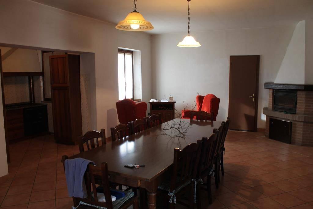 Rustico / Casale in vendita a Meduna di Livenza, 9 locali, prezzo € 200.000   CambioCasa.it