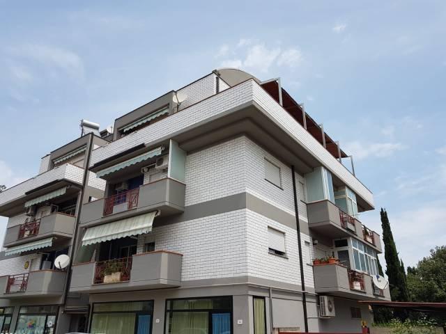 Appartamento in buone condizioni in vendita Rif. 6740205