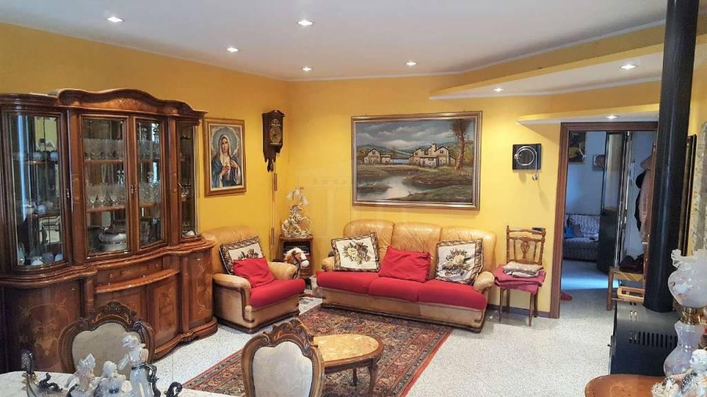 Appartamento in vendita a Busto Arsizio, 5 locali, prezzo € 145.000   CambioCasa.it