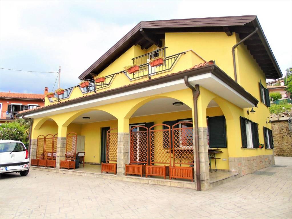 Villa in ottime condizioni in vendita Rif. 6741435