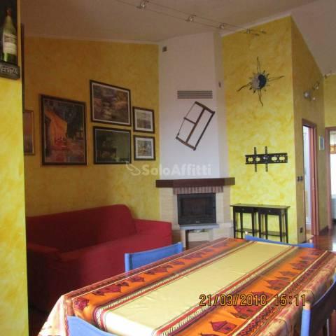 Appartamento in buone condizioni arredato in affitto Rif. 6759882