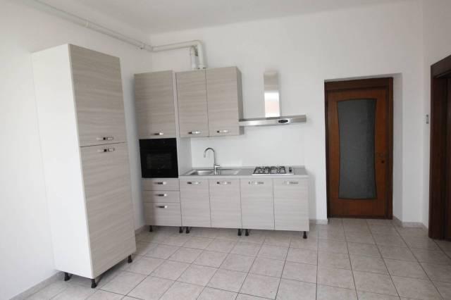 Appartamento in ottime condizioni parzialmente arredato in affitto Rif. 6753893