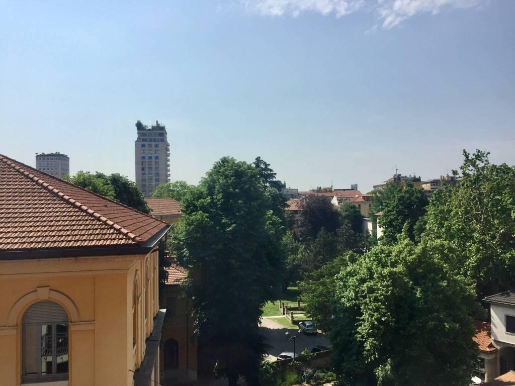Appartamento in Affitto a Milano 01 Centro storico (Cerchia dei Navigli): 5 locali, 280 mq