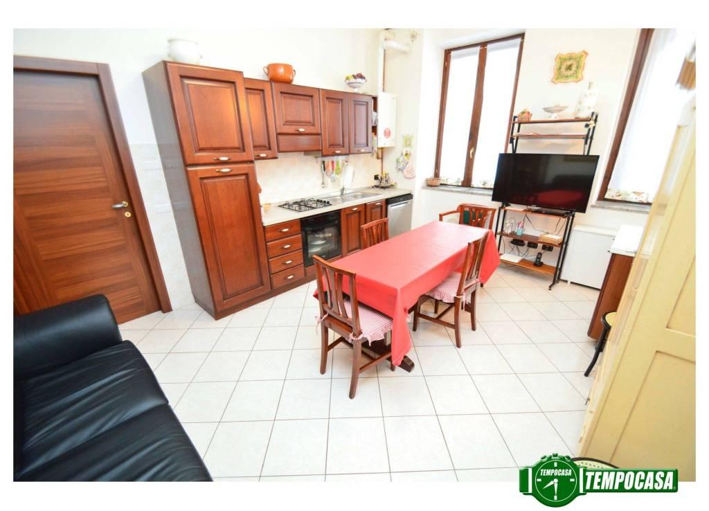Appartamento in buone condizioni in vendita Rif. 6753923