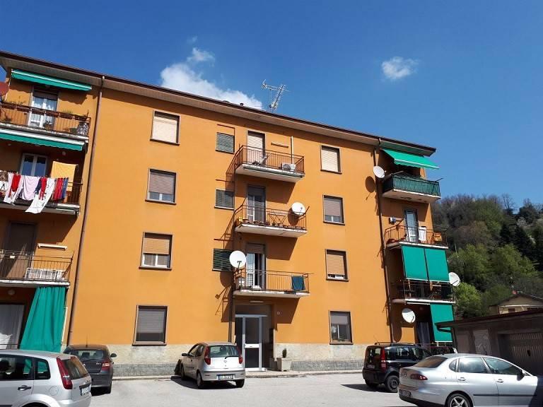 Appartamento in buone condizioni in vendita Rif. 6761817