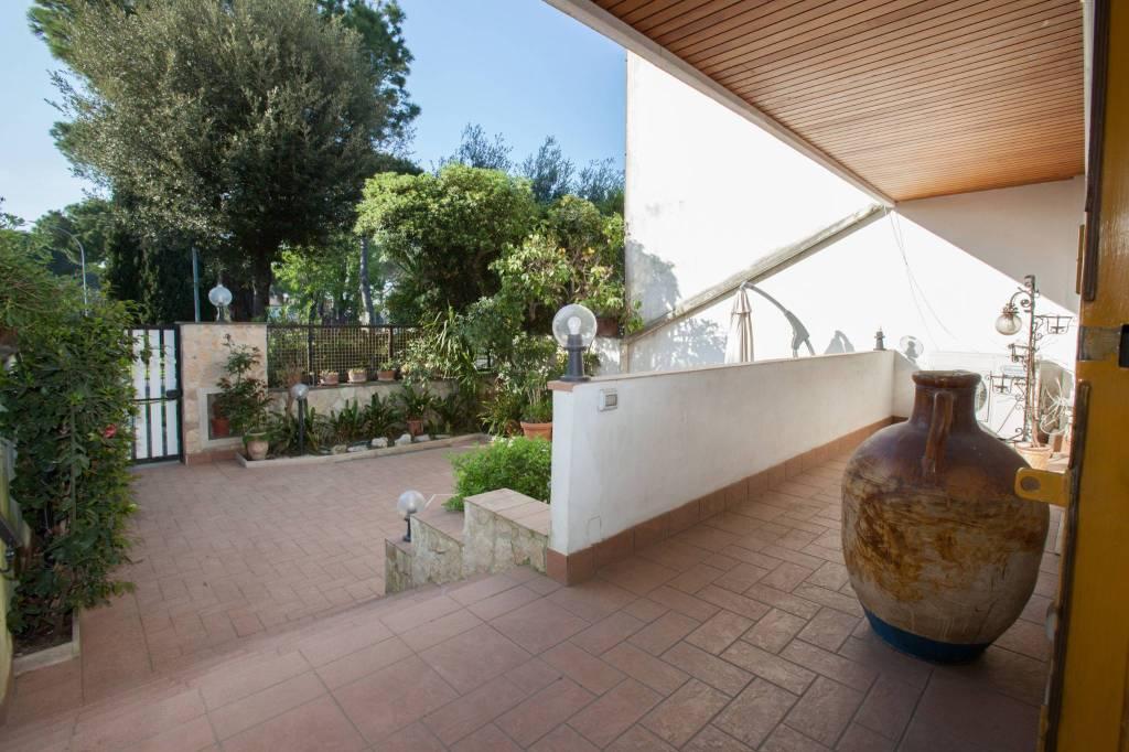 Villa in vendita a Roma, 6 locali, prezzo € 460.000 | CambioCasa.it