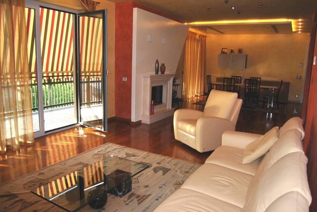 Villa in vendita a Alba, 8 locali, Trattative riservate | PortaleAgenzieImmobiliari.it