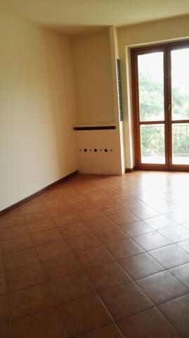 Appartamento in buone condizioni in affitto Rif. 6753876