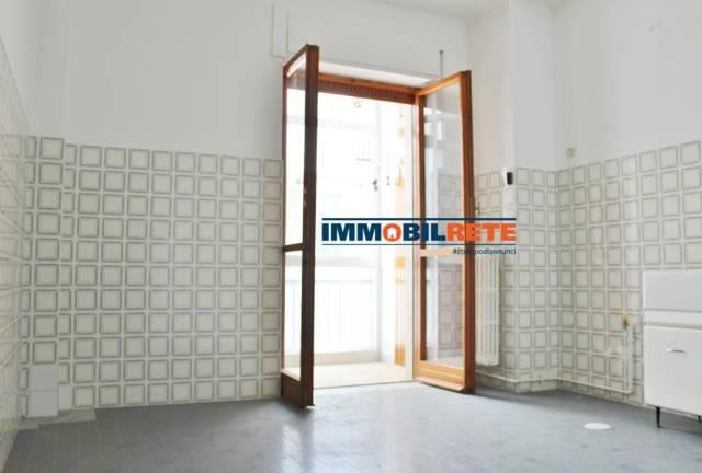 Appartamento in buone condizioni in vendita Rif. 6828437