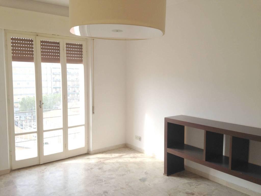 Appartamento in buone condizioni in vendita Rif. 9149903