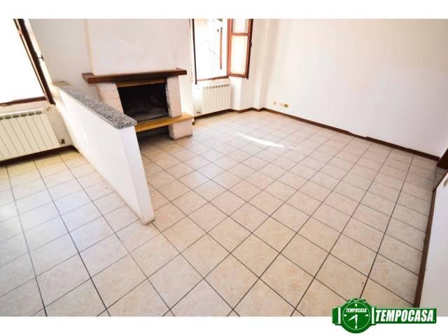 Appartamento in buone condizioni in vendita Rif. 6770662