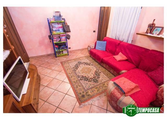 Appartamento in buone condizioni in vendita Rif. 6770663