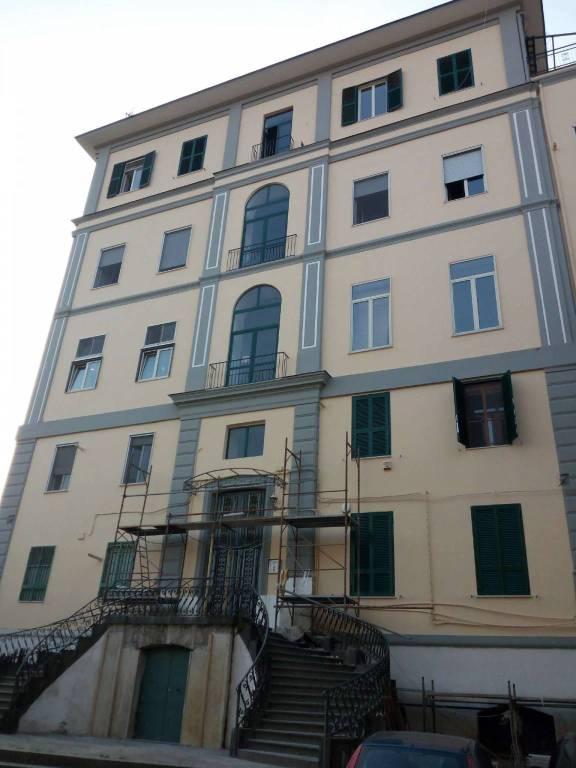Appartamento in buone condizioni in affitto Rif. 8663215