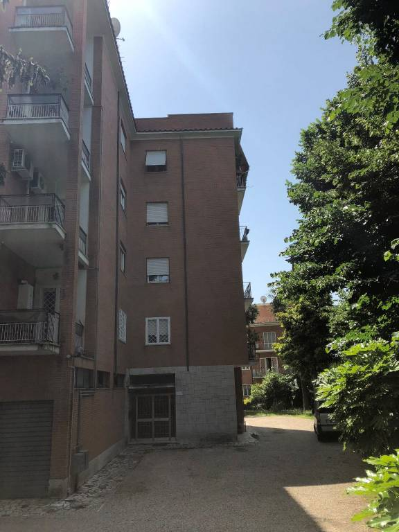 Appartamento in buone condizioni in affitto Rif. 7928081