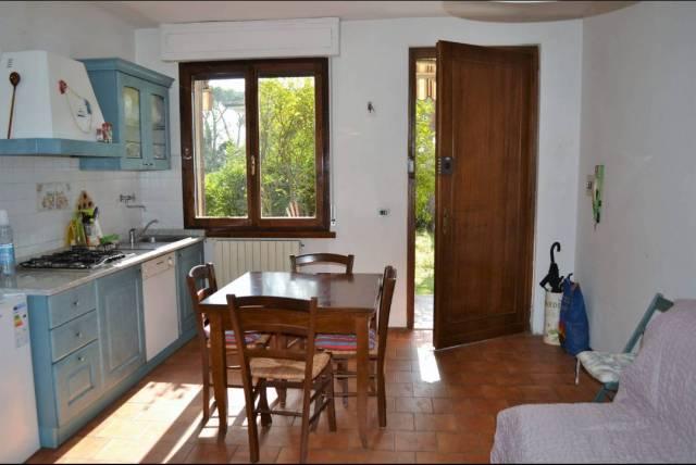 Appartamento in buone condizioni parzialmente arredato in vendita Rif. 6611274