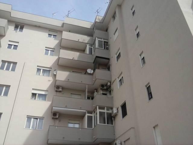 Appartamento in ottime condizioni in affitto Rif. 6770753