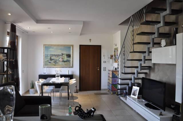 Appartamento in ottime condizioni in vendita Rif. 6776631