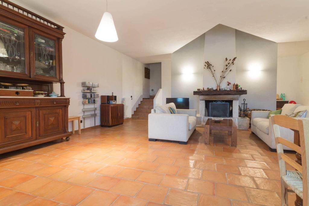 Appartamento in ottime condizioni arredato in vendita Rif. 8776451