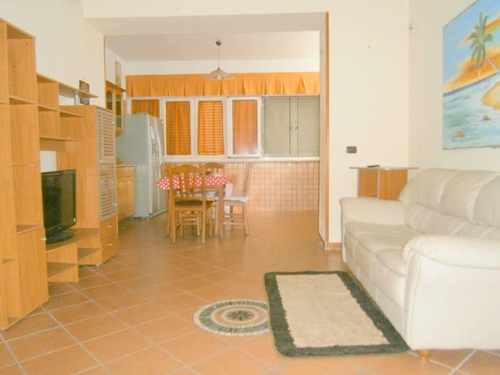 Appartamento in ottime condizioni arredato in affitto Rif. 7900365