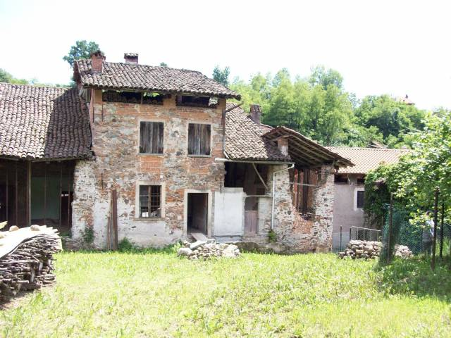 Serravalle - San Giacomo - Rustico con terreno