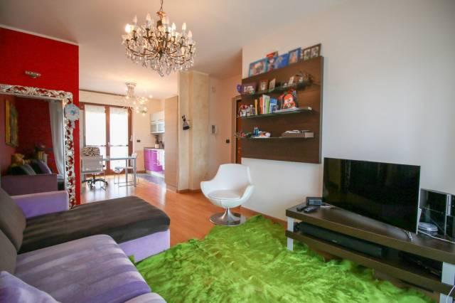 Appartamento in ottime condizioni in vendita Rif. 6776409