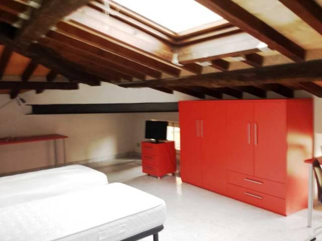 Stanza / posto letto in buone condizioni parzialmente arredato in affitto Rif. 6812150