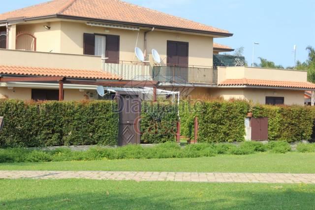 Appartamento in ottime condizioni arredato in vendita Rif. 6785876