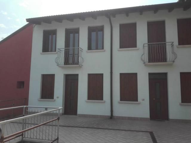 Appartamento in buone condizioni arredato in vendita Rif. 7611491