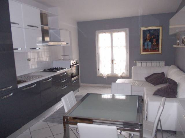 Appartamento in ottime condizioni arredato in affitto Rif. 6786522