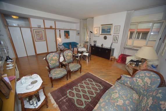 Appartamento in buone condizioni in vendita Rif. 9149894