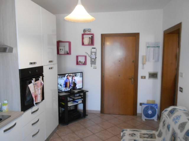 Appartamento in buone condizioni arredato in affitto Rif. 6806043